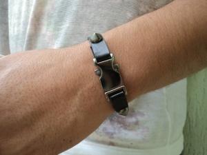 pulseira-de-couro-preto-com-spike-pulseira-spike