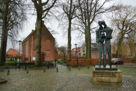 Statue-of-Vincent-and-Theo-van-Gogh-Zundert-the-Netherlands