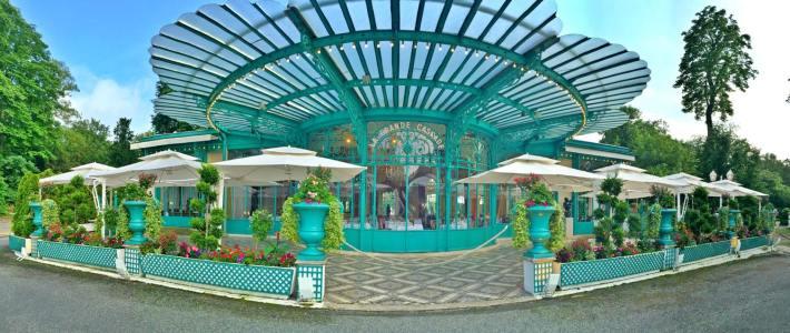 16992003_571517576378891_4727147103356232332_oLa Grande Cascade at the heart of Bois de Boulogne in Paris.