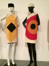 13_suzy_menkes_pierre_cardin_dresses_form_1966