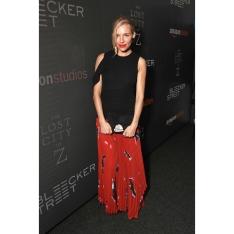 sienna-miller-red-skirt-800