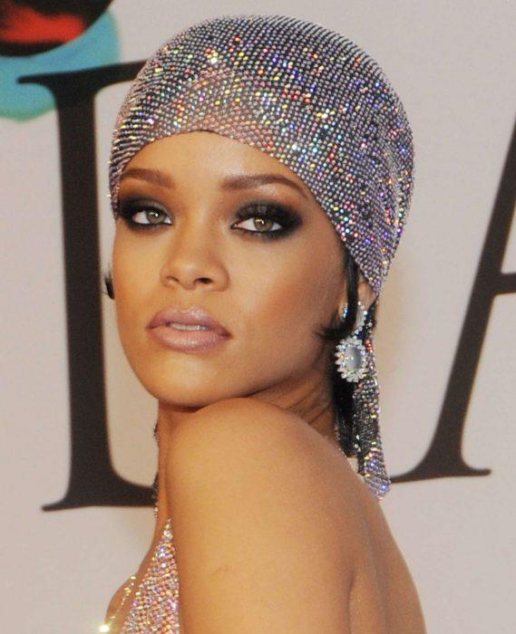 Rihanna-Dress-at-2014-CFDA-Fashion-Awards-14-569x700