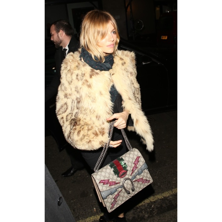 sienna-miller-fur-coat-gucci-bag-800
