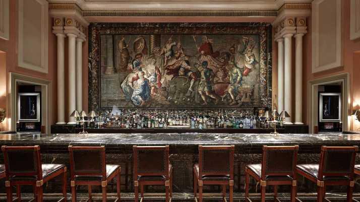 alexander-s-bar_tapestry_hotel-grande-bretagne