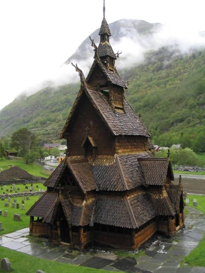 29790432_900787233416444_4708862668566429696_nUna Iglesia de madera de 800 años en borgund, Noruega.