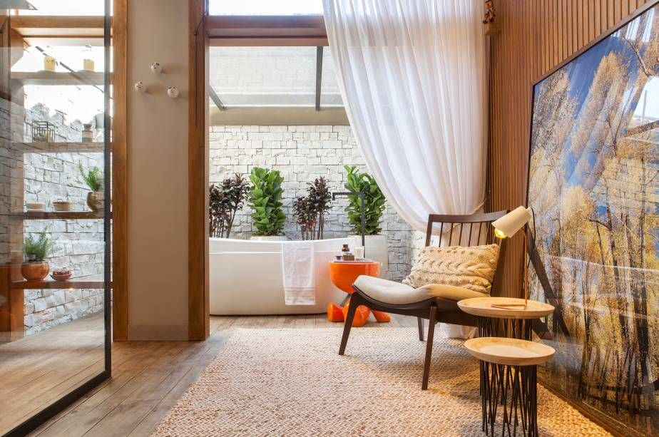 suite-com-banheira-e-teto-solar-casaccorfranca17-159627-proportional-height_cover_medium